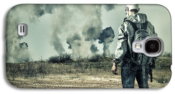 Post Apocalypse. Man In Gas Mask With Handgun And Back Pack In Apocalyptic World Looking On Explosio Galaxy S4 Case by Caio Caldas