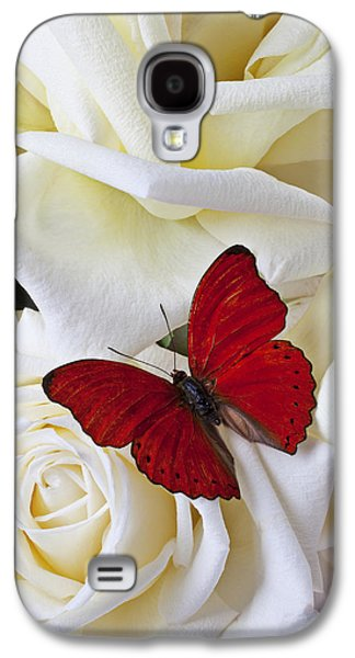 Red Butterfly On White Roses Galaxy S4 Case by Garry Gay