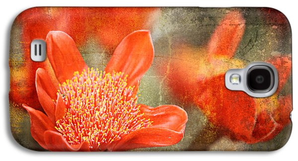 Red Flowers Galaxy S4 Case by Larry Marshall