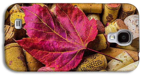 Red Leaf On Wine Corks Galaxy S4 Case by Garry Gay