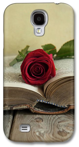 Red Rose On An Old Big Book Galaxy S4 Case