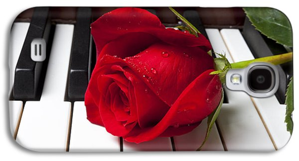 Red Rose On Piano Keys Galaxy S4 Case by Garry Gay