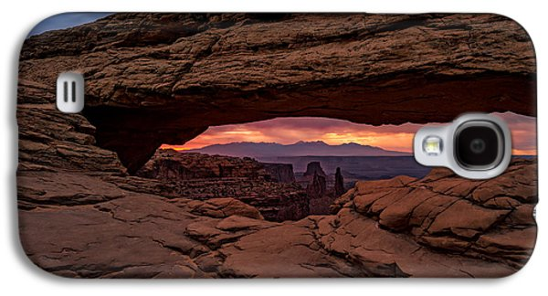 Red Skies At Mesa Arch Galaxy S4 Case by Rick Berk