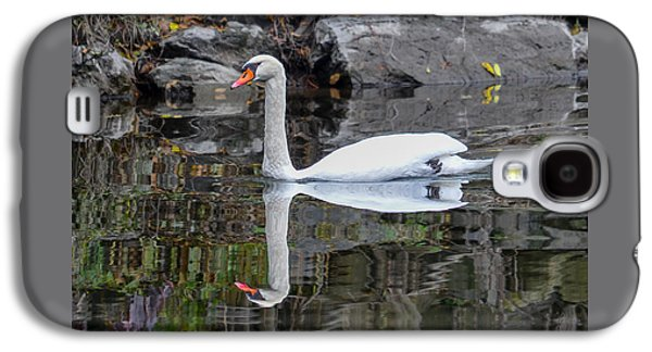 Reflecting Mute Swan Galaxy S4 Case