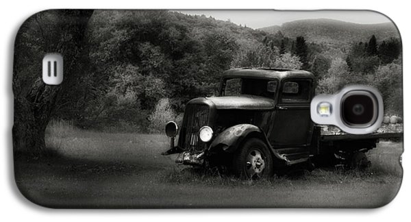Galaxy S4 Case featuring the photograph Relic Truck by Bill Wakeley