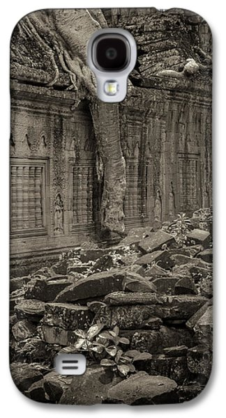 Galaxy S4 Case featuring the photograph Roots In Ruins 6, Ta Prohm, 2014 by Hitendra SINKAR