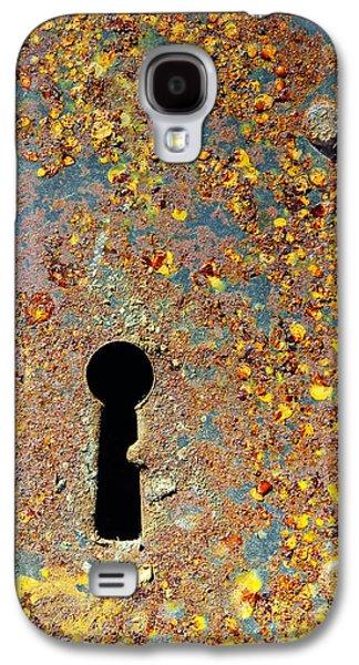 Steel Photographs Galaxy S4 Cases - Rusty key-hole Galaxy S4 Case by Carlos Caetano