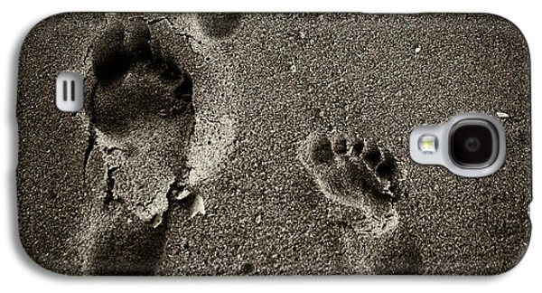 Galaxy S4 Case featuring the photograph Sand Feet by Lora Lee Chapman