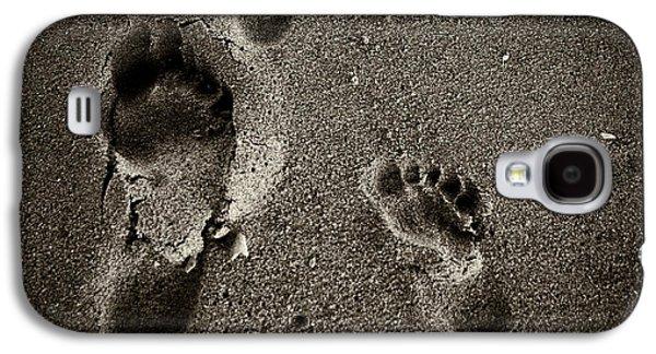 Sand Feet Galaxy S4 Case by Lora Lee Chapman