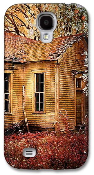 Schoolhouse In The Spring Galaxy S4 Case by Julie Dant
