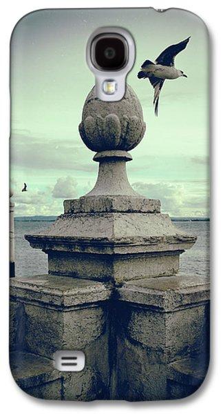 Seagulls In Columns Dock Galaxy S4 Case by Carlos Caetano
