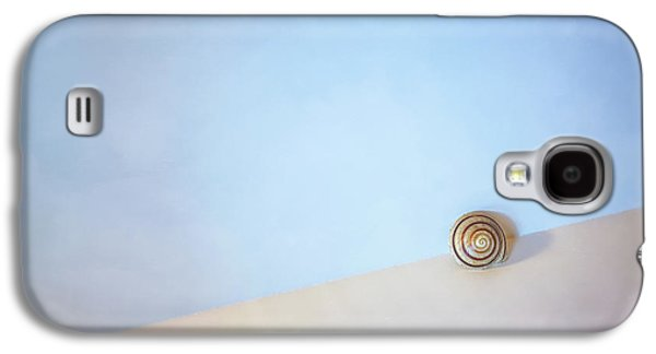 Minimalist Galaxy S4 Case - Seashell By The Seashore by Scott Norris