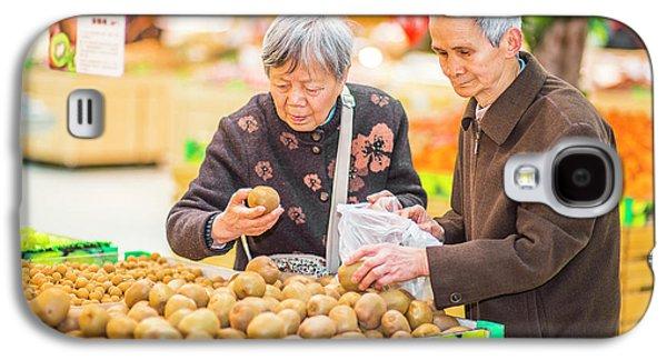 Senior Man And Woman Shopping Fruit Galaxy S4 Case