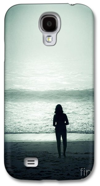 Silhouette On The Beach Galaxy S4 Case by Carlos Caetano