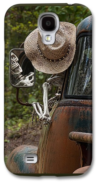 Skeleton Crew - Skeleton Driving A Vintage Truck Galaxy S4 Case by Mitch Spence