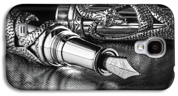 Snake Pen In Black And White Galaxy S4 Case by Tom Mc Nemar