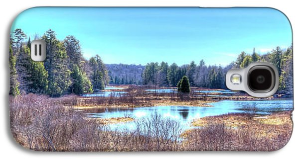 Galaxy S4 Case featuring the photograph Spring Scene At The Tobie Trail Bridge by David Patterson