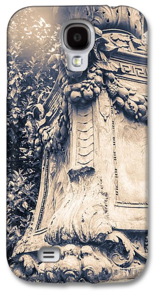 Statue In Bryant Park Nyc Galaxy S4 Case by Edward Fielding