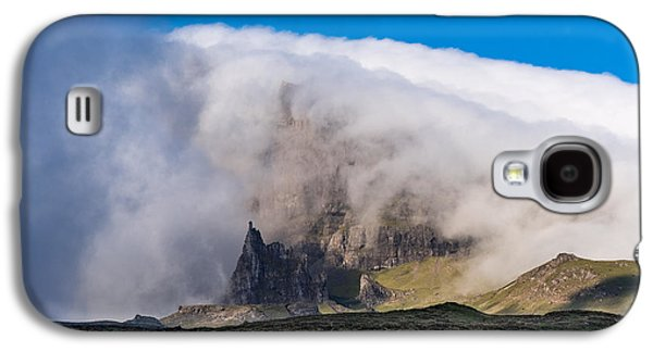 Galaxy S4 Case featuring the photograph Storr In Cloud by Gary Eason