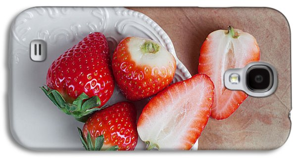 Strawberries From Above Galaxy S4 Case by Tom Mc Nemar