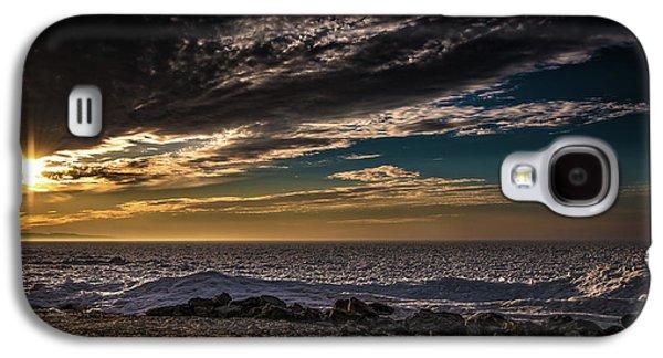 Sun Peeks Through Galaxy S4 Case