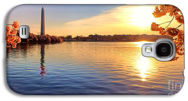 Washington Monument Galaxy S4 Case - Sunrise On The Tidal Basin by Olivier Le Queinec