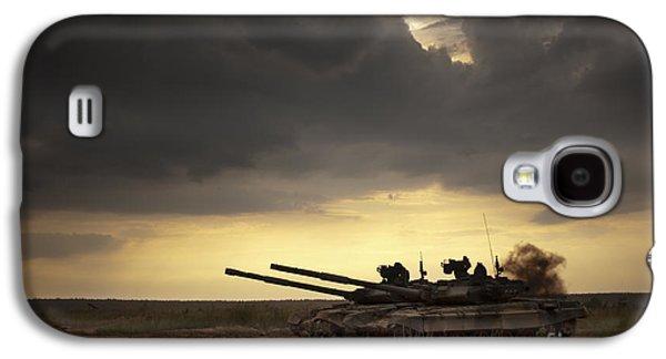 Tank At The Landfill Galaxy S4 Case by Caio Caldas