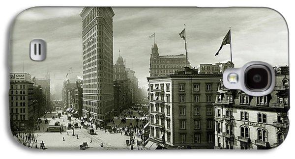 The Beautiful Flatiron Building Circa 1902 Galaxy S4 Case by Jon Neidert