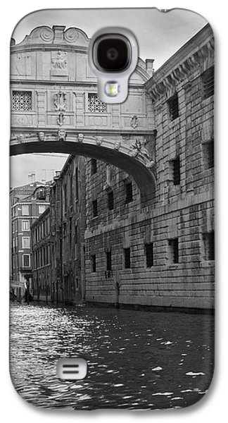 Galaxy S4 Case featuring the photograph The Bridge Of Sighs, Venice, Italy by Richard Goodrich