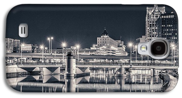 Galaxy S4 Case featuring the photograph The Bright Dark Of Night by Bill Pevlor