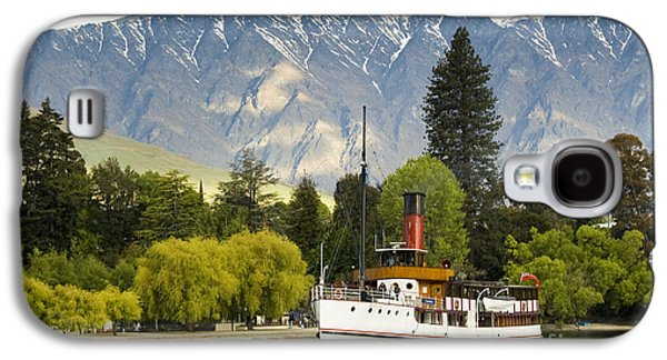 Galaxy S4 Case featuring the photograph The Earnslaw by Werner Padarin