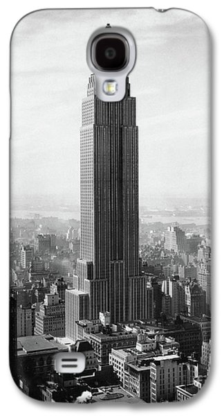 The Empire State Building Under Construction Galaxy S4 Case by Jon Neidert