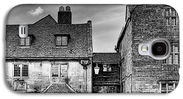 Galaxy S4 Case - The Lygon Arms, Broadway by John Edwards