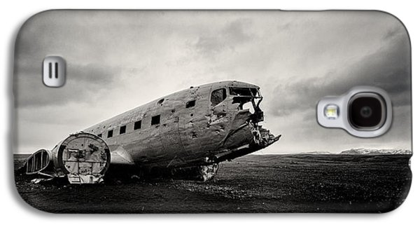 Airplane Galaxy S4 Case - The Solheimsandur Plane Wreck by Tor-Ivar Naess