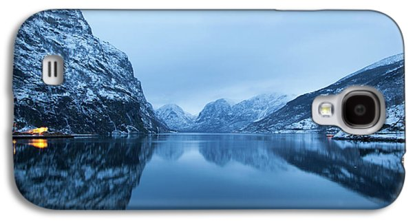 Galaxy S4 Case featuring the photograph The Stillness Of The Sea by David Chandler