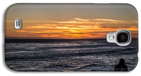 Galaxy S4 Case featuring the photograph The Sun Says Goodbye by Lora Lee Chapman