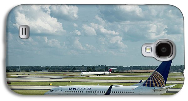 The Taxiway United Airlines Airplane N27733 Boeing 737-724 Art Galaxy S4 Case