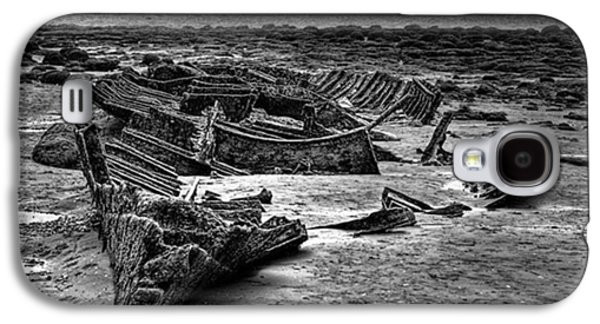 Galaxy S4 Case - The Wreck Of The Steam Trawler by John Edwards