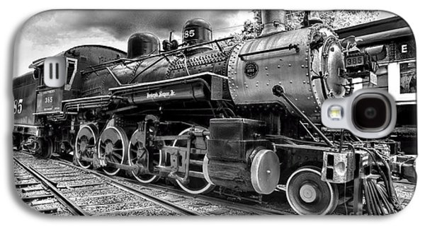 Train - Steam Engine Locomotive 385 In Black And White Galaxy S4 Case by Paul Ward