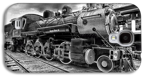 Train Galaxy S4 Case - Train - Steam Engine Locomotive 385 In Black And White by Paul Ward