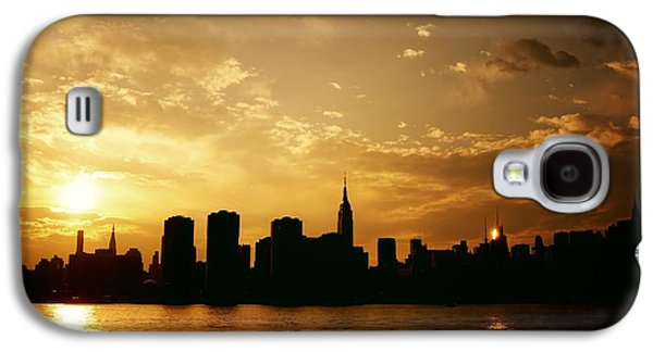 City Sunset Galaxy S4 Case - Two Suns - The New York City Skyline In Silhouette At Sunset by Vivienne Gucwa