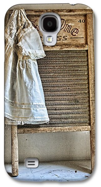Dress Photographs Galaxy S4 Cases - Vintage Laundry II Galaxy S4 Case by Marcie  Adams