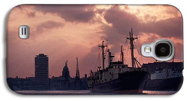 Vintage Shot Of The Guinness Boat Lady Galaxy S4 Case