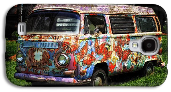 Galaxy S4 Case featuring the photograph Vw Psychedelic Microbus by Bill Swartwout Fine Art Photography