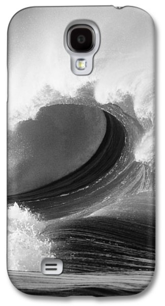 Waimea Bay Wave - Bw Galaxy S4 Case by Vince Cavataio - Printscapes