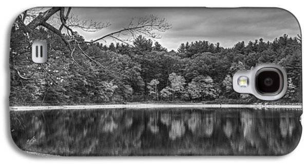 Walden Pond Fall Foliage Concord Ma Black And White Galaxy S4 Case