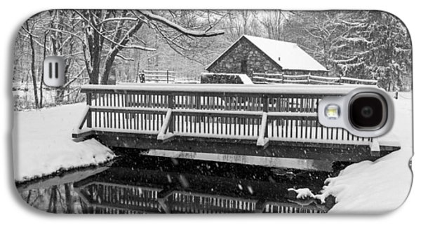 Wayside Inn Grist Mill Covered In Snow Bridge Reflection Black And White Galaxy S4 Case by Toby McGuire