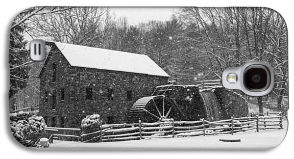 Wayside Inn Grist Mill Covered In Snow Storm Black And White Galaxy S4 Case by Toby McGuire