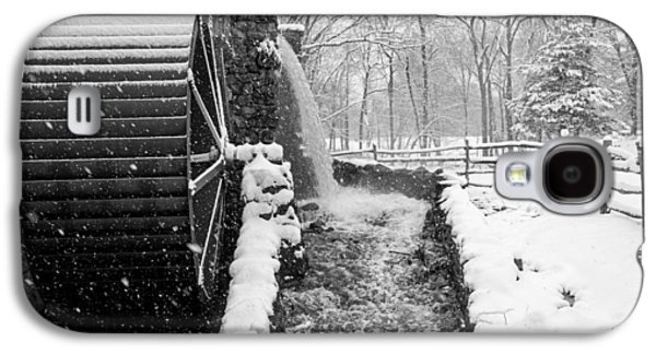 Wayside Inn Grist Mill Covered In Snow Storm Side View Black And White Galaxy S4 Case by Toby McGuire
