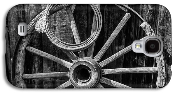 Western Rope And Wooden Wheel In Black And White Galaxy S4 Case by Garry Gay